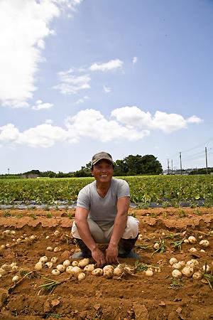 佐原敏樹さん。男爵の農園で。