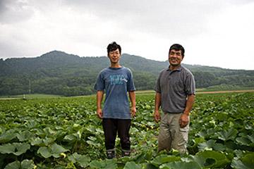 北の夏、ていねい作りの野菜たち / 北海道士別市・岡田農園を訪ねる